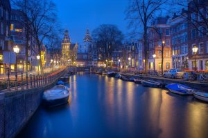 staying in amsterdam on a budget